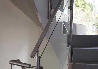 www_Edelstahlgeländer mit Glas