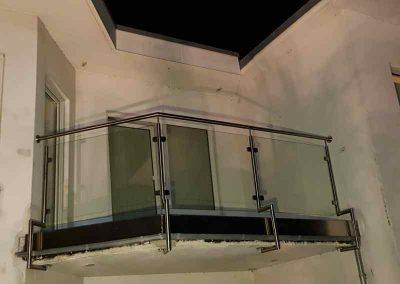 www_Edelstahlgeländer mit Glas_(3)