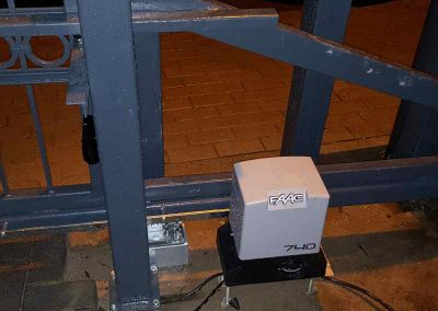 www_Schiebetor mit Elektroantrieb(1)